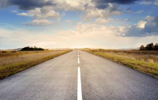 Estrada com a visão do horizonte