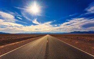 Imagem uma estrada com a visão do horizonte