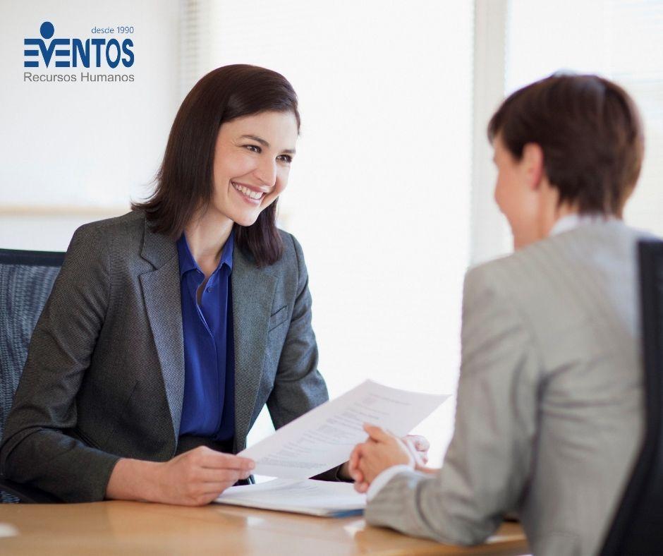 Mulheres profissionais em entrevista de emprego